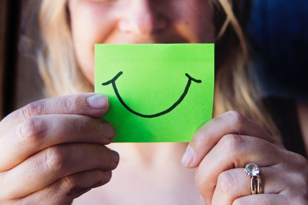 シルバーの特徴を理解,女性,笑顔