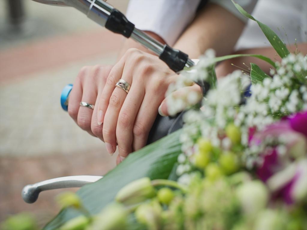 右手,結婚指輪,バイク