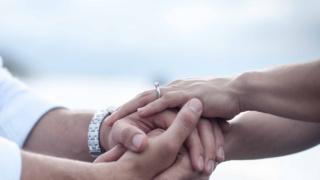 カップル,手,結婚指輪